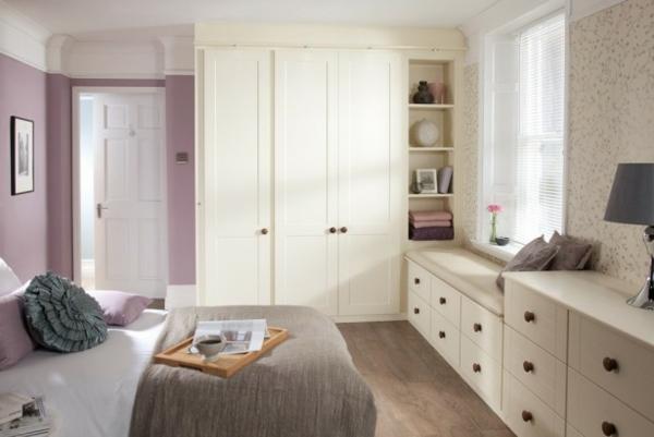 großer-weißer-eckschrank-im-schlafzimmer-wunderschöne-gestaltung