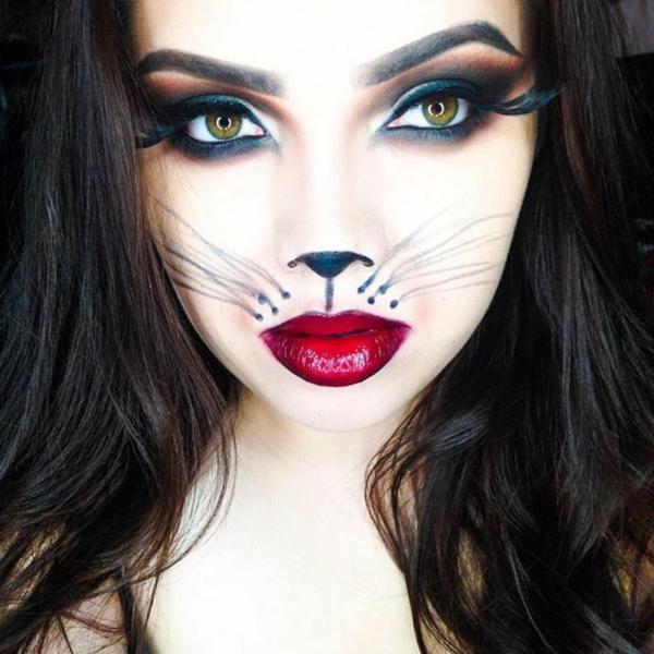 katzeschminken - eine sehr sexy junge frau - große rote lippen