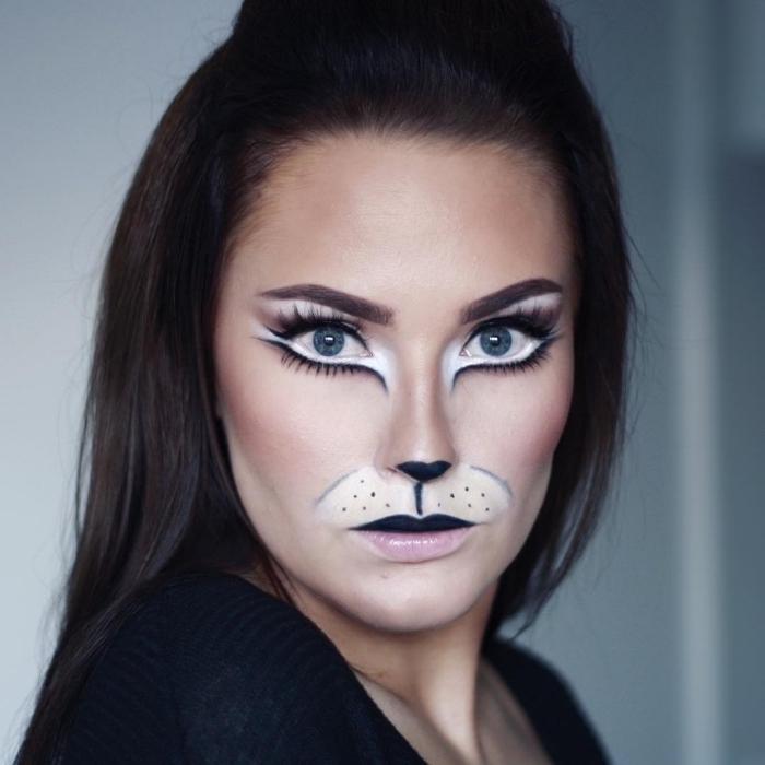 Idee für Katze Make up, schwarze und weiße Wasserschminke auftragen, schwarzen Lippenstift und Eyeliner