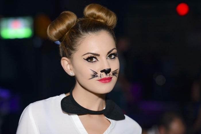 Last Minute Halloween Make up, Katzennase und Schnurrhaare malen, roten Lippenstift und schwarzen Eyeliner auftragen