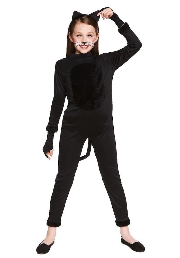 Halloween Kostüme für Mädchen, sich als Katze verkleiden, schwarzes Outfit mit Schwanz und Katzenohren