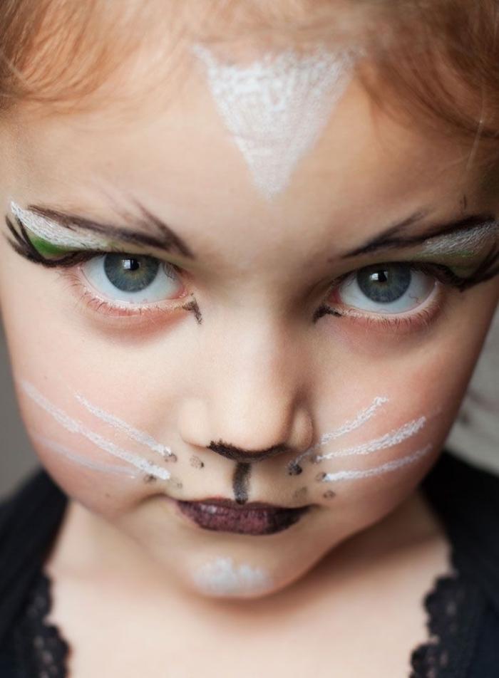 Halloween Make up für Kinder, weiße Schnurrhaare und schwarzer Lippenstift