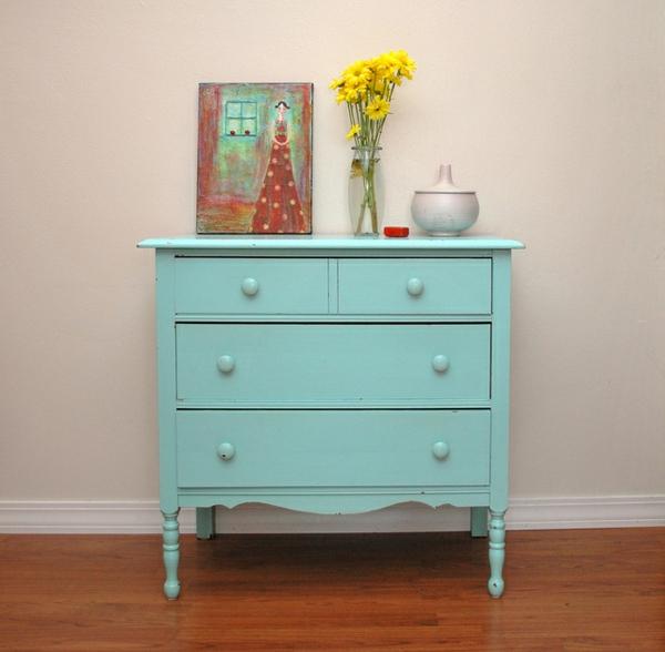 hellblaue-Kommode-aus-Holz-Vintage-Möbel