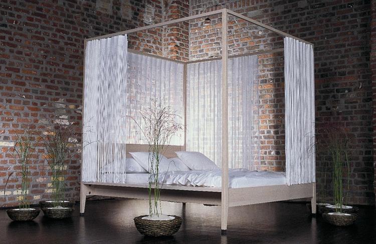 Luxus Schlafzimmer Mit Himmelbett ~  vorhängewieregenmitgräserpflanzenweißebettwescheedelluxus