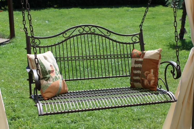 gartenschaukel zur entspannung pur. Black Bedroom Furniture Sets. Home Design Ideas