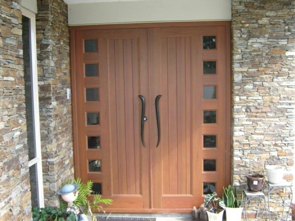 hochwertige-eingangstüren-mit-modernem-und-stilvollem-design--