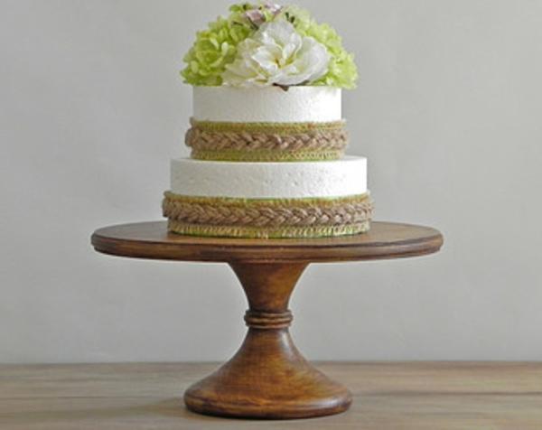 feier zur hölzernen hochzeit - wunderschöne torte auf zwei etagen