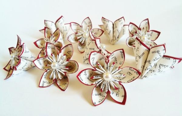origami-blühten-in-kreme-rot