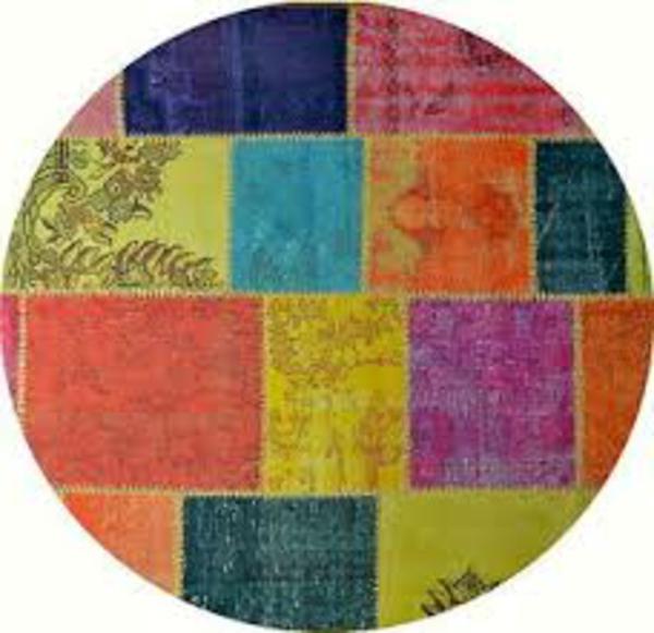 farbenfroher-teppich-neon-rund