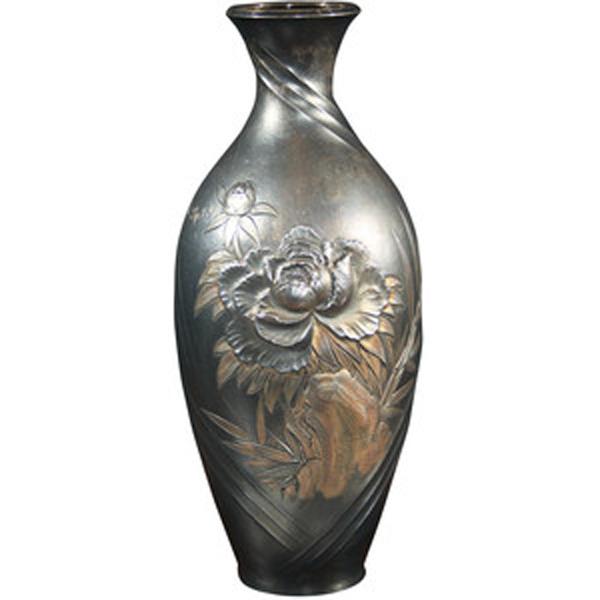 silber-vase-mit-rose