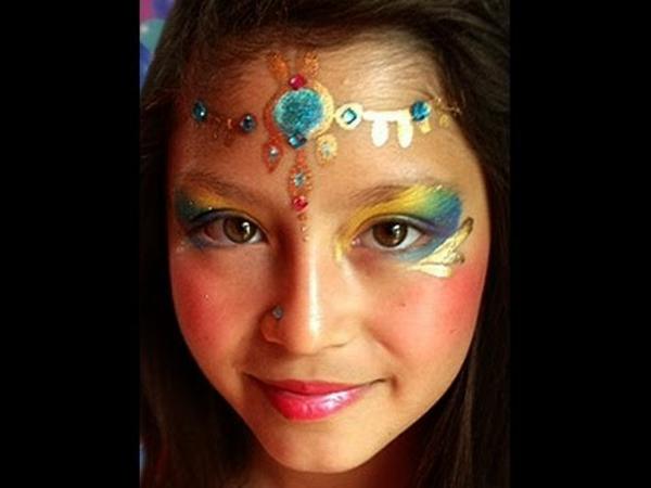 indianer-schminken-für-mächen-sehr-schön-in-bunten-hellen-farben