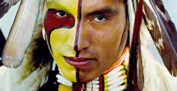 indianer-schminken-für-männer-die-hälfte-des-gesichts-bemalen