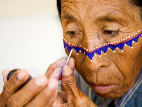 indianer-schminken-super-realistisch-aussehen