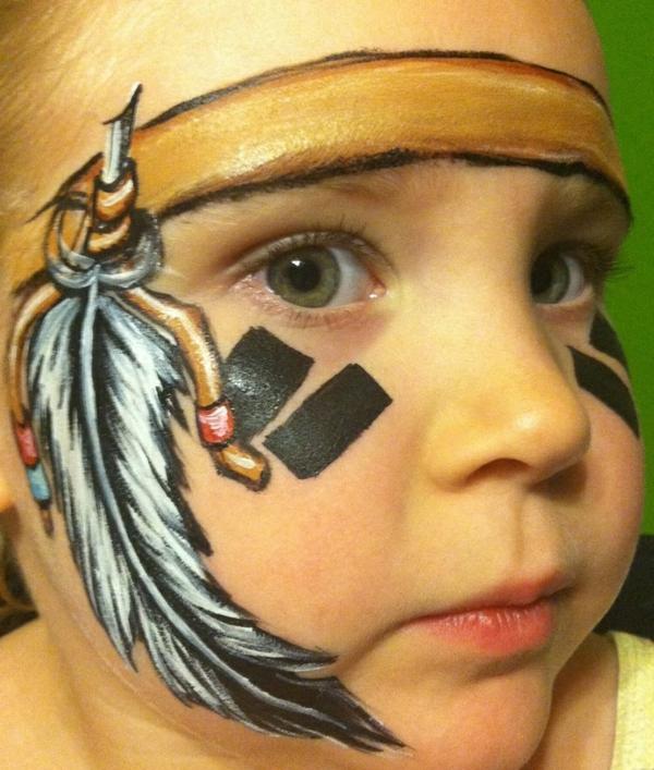 indianer-schminken-super-süßes-kleines-mädchen-mit-hellen-augen