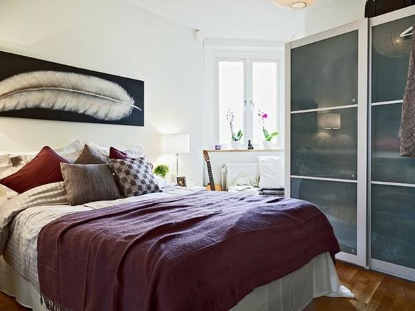 interessant-gestalteter-eckschrank-im-schlafzimmer