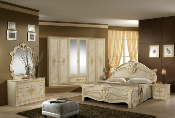 italienisches schlafzimmer - mit einem weißen bett