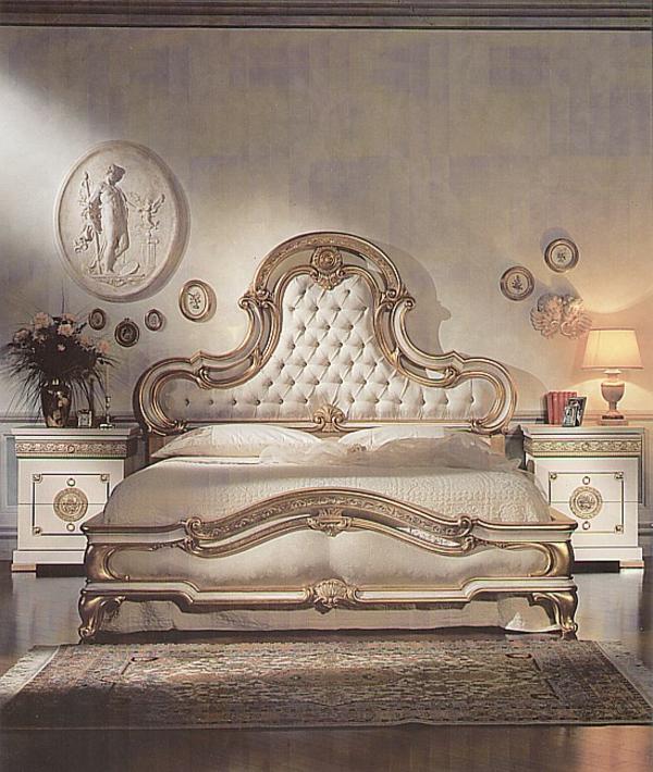 italienische-schlafzimmer-mit-einem-weißen-bett
