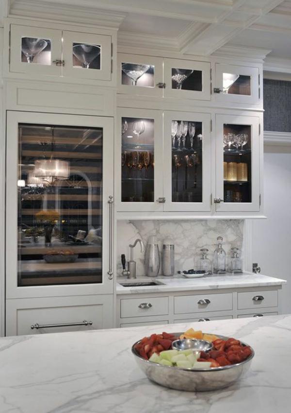 kühlschrank-mit-glasstür-in-weißer-farbe-fantastische-weiße-küchenschränke-mit-glastüren-super-modernes-design-effektvolle-einrichtung