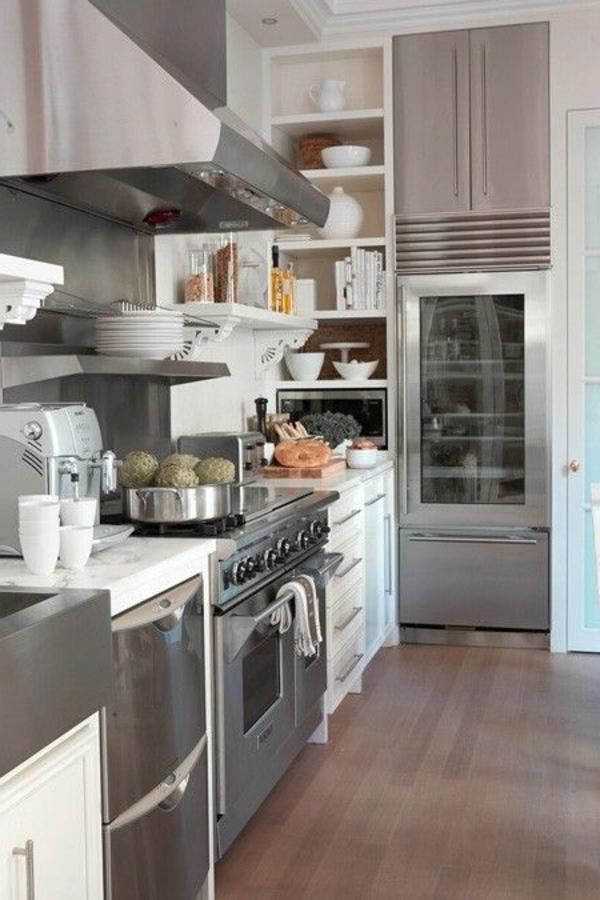 kühlschrank-mit-glastür-modernes-interior-design-praktische-gestaltung-in-.der-küche-moderne-wohnideen