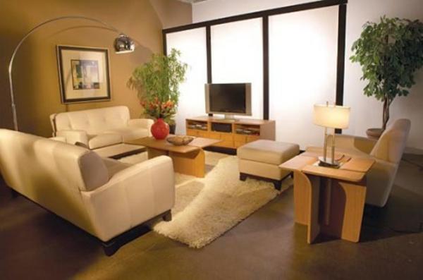 wohnzimmer kleine räume:kleine-räume-einrichten-weißes-sofa-im-schicken-wohnzimmer