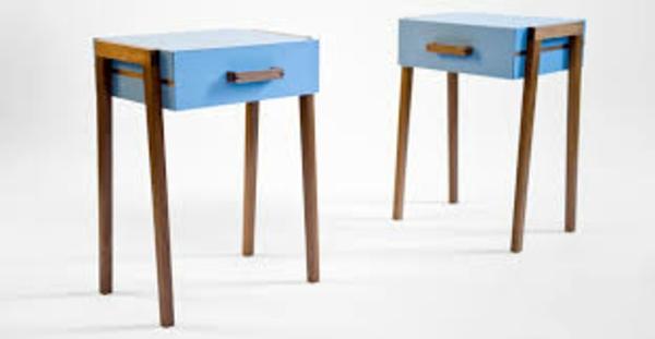 kleiner-tisch-zwei-süße-retro-modelle-mit-schubladen