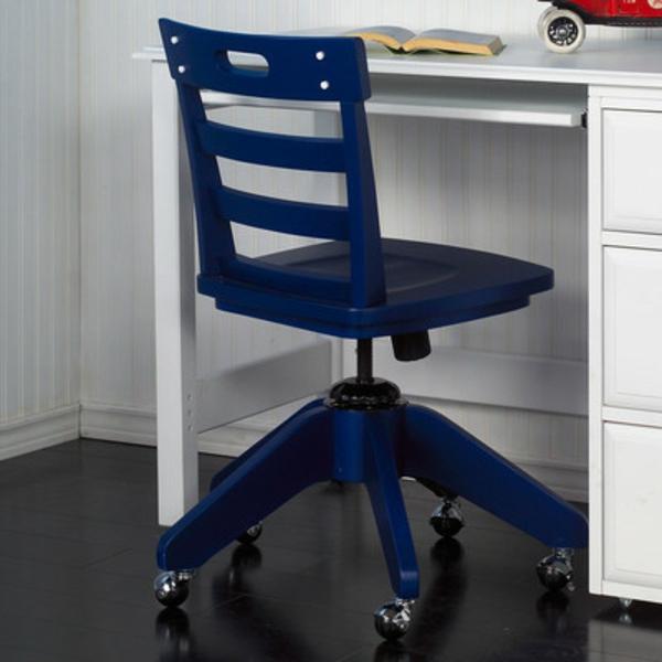 komfortabler-Drehstuhl-mit-modernem-Design-in-Dunkelblau