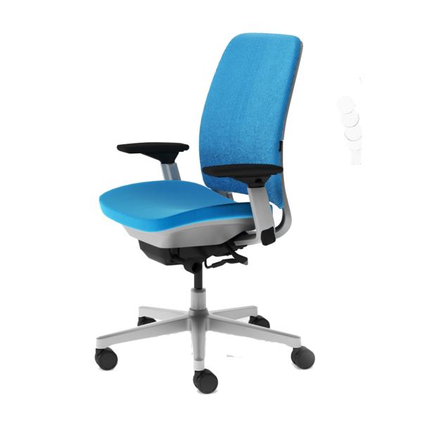 komfortabler-Drehstuhl-mit-modernem-Design-in-Hellblau