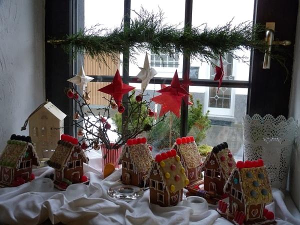 lebkuchen-weihnachtshäuser-fenster