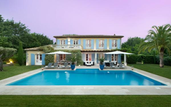 luxus-ferienhaus-mit-erstaunlichem-design-und-großartigem-pool