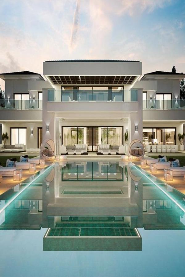-luxus-villa-mit-einem-fantastischen-pool-luxuriöses-design-