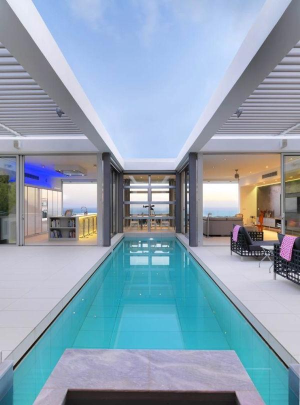 luxus-villa-mit-einem-fantastischen-pool-luxuriöses-design