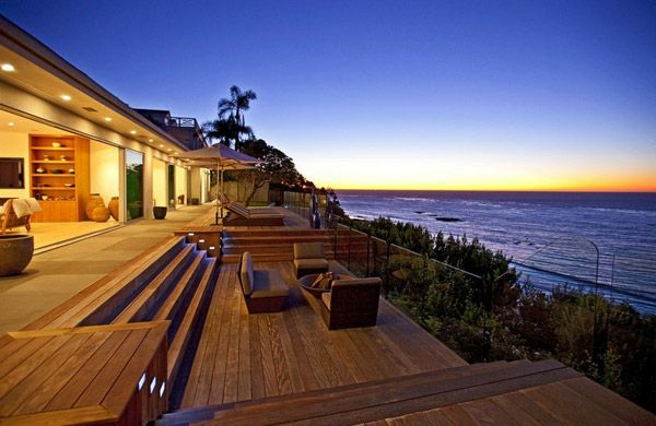 Luxusvilla am meer mit tollem pool moderne architektur