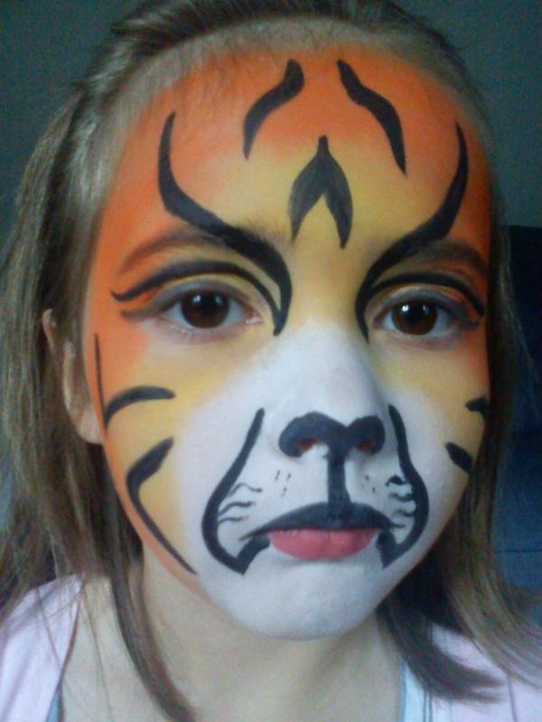 mädchen-mit-tiger-schminken