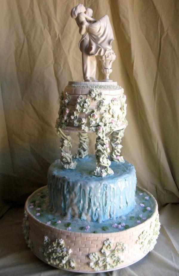 mehrstöckige-torte-zur-hochzeit-sehr-extravagant-aussehen