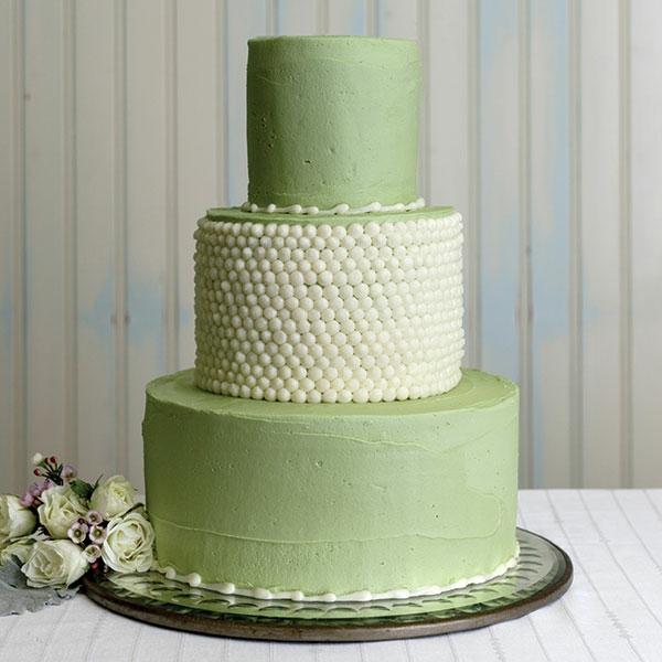 mehrstöckige-torte-zur-hochzeit-weiße-und-hell-grüne-farbe