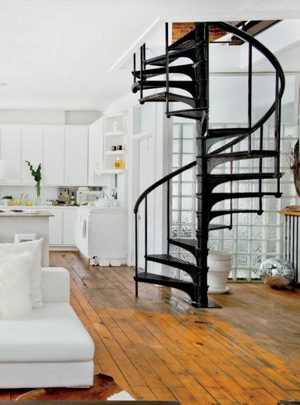 moderne-Innenarchitektur-effektvolles-Design-für-eine-Spindeltreppe
