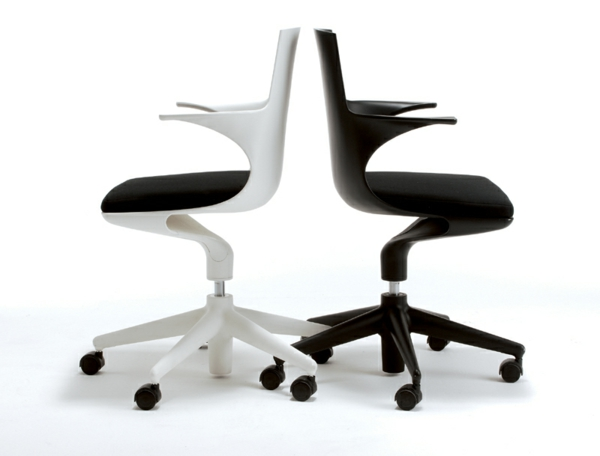 moderner-Arbeitsplatz-Schreibtischstuhl-Schwarz-und-Weiß