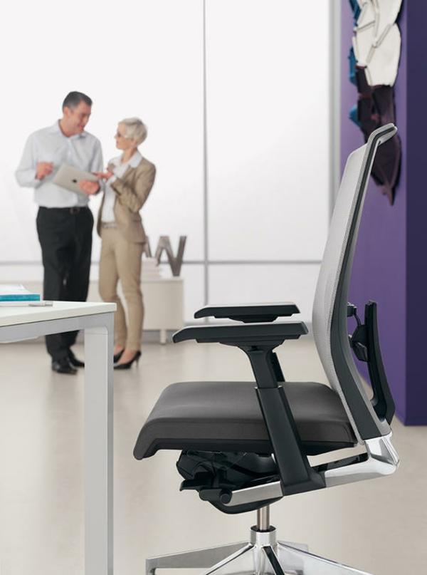 modernes-Office-ergonomischer-Bürostuhl-in-Schwarz