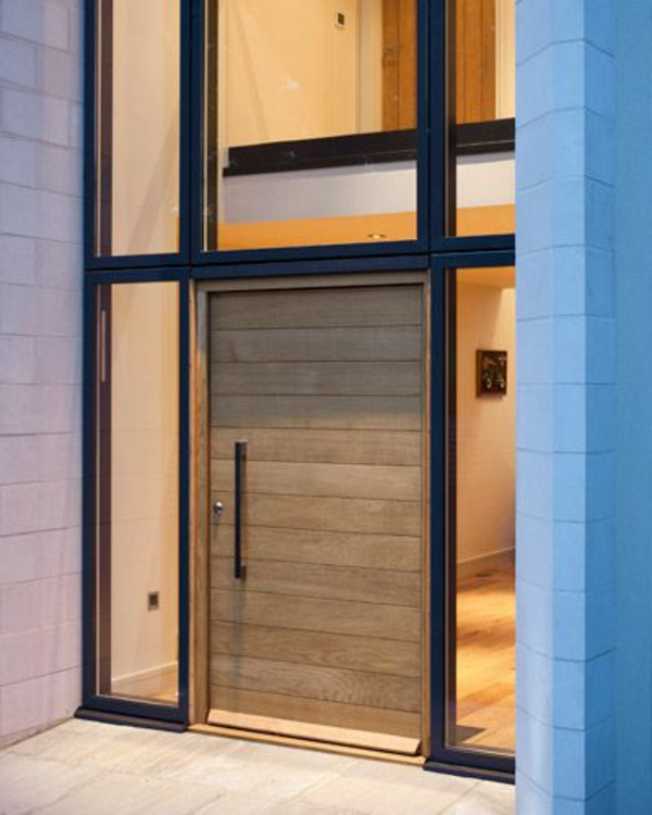 modernes-gebäude-mit-stilvoller-eingangstür