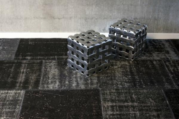 teppich-inschwarz-und-grau