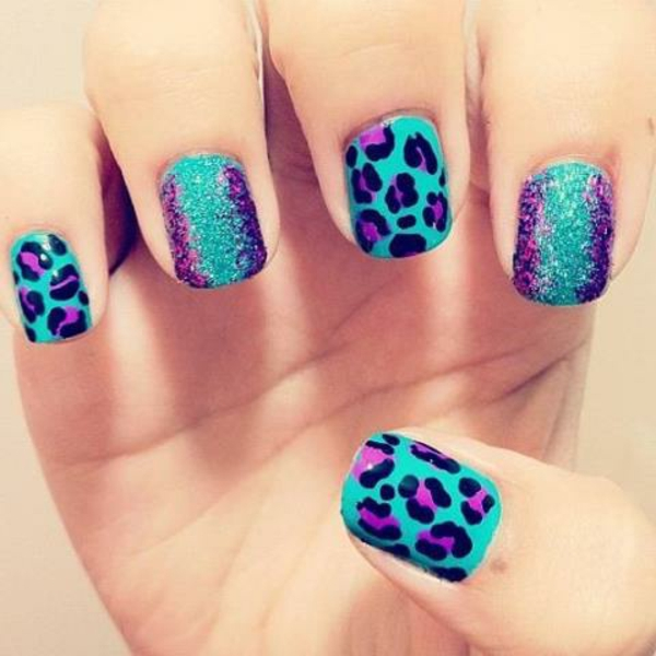 nageldesign-zum-frühling-blau-leopard