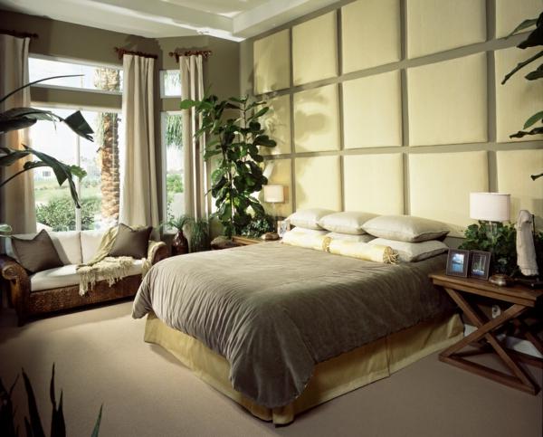 pflanzen-im-schlafzimmer-mit-einer-sehr-interessanten-wand