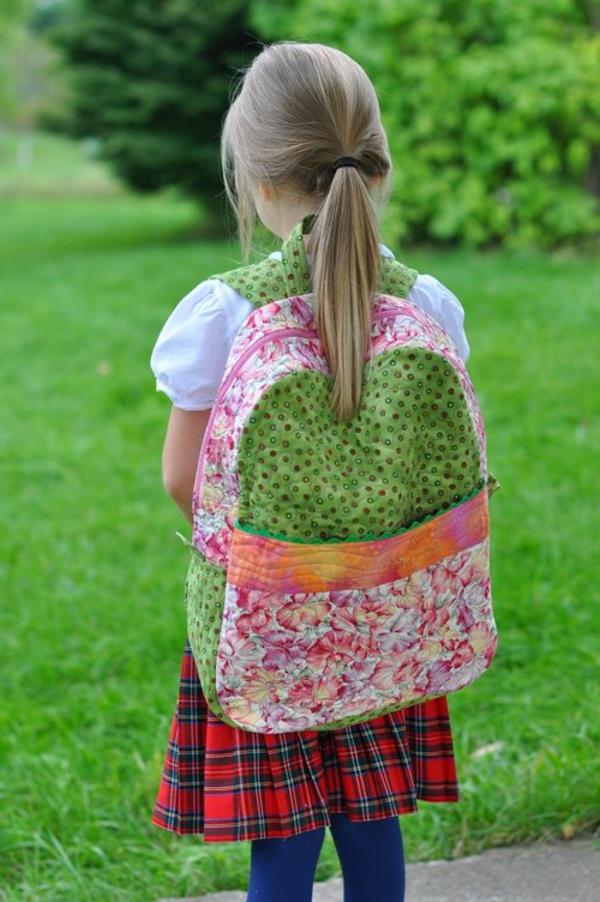 wunderschöner kindergarten-rucksack von einem mädchen