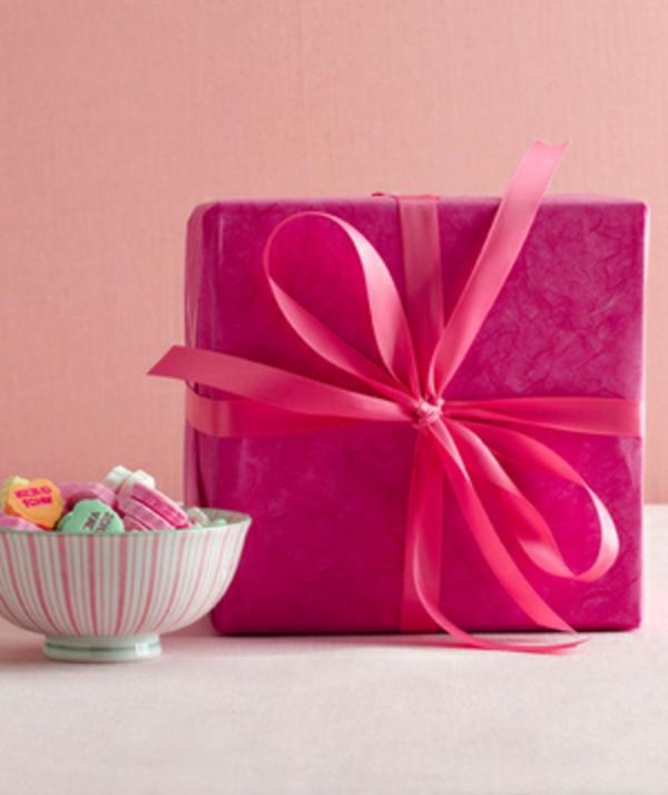 geschenk-für-valentinstag-rot-rosa