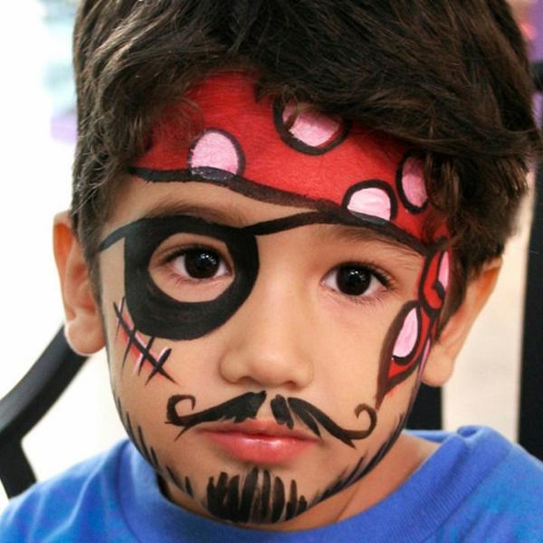 pirat schminken - ein super süßer kleiner junge