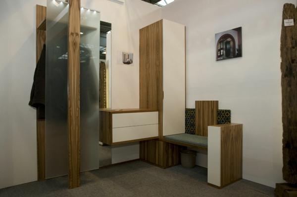 praktische-und-effektvolle_Dielenmöbel-mit-schönem-Design-Sitzbank-Schrank-aus-Holz