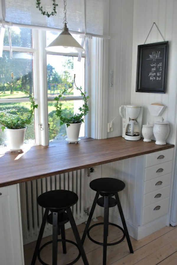 praktische-und-super-tolle-küchenbar-mit-hockern-kücheneinrichtung