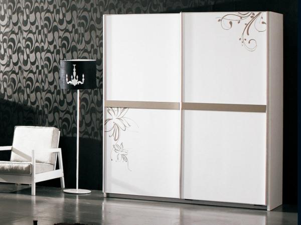 praktischer-Kleiderschrank-Schiebetüren-schöne-Ideen-für-Interior-Design