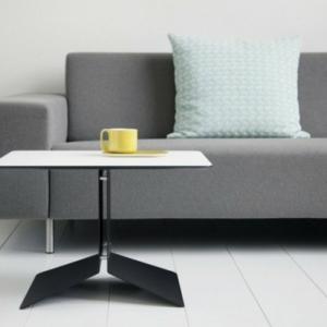 Ein kleiner Tisch würde super in Ihrem Zimmer erscheinen!