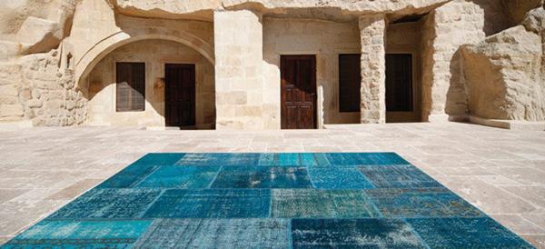 blauer-teppich-outdoor